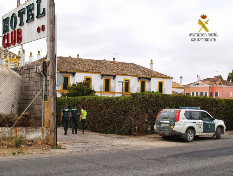 La Guardia Civil investiga los clubes de alterne de la provincia y detiene a 5 personas 000_cl10