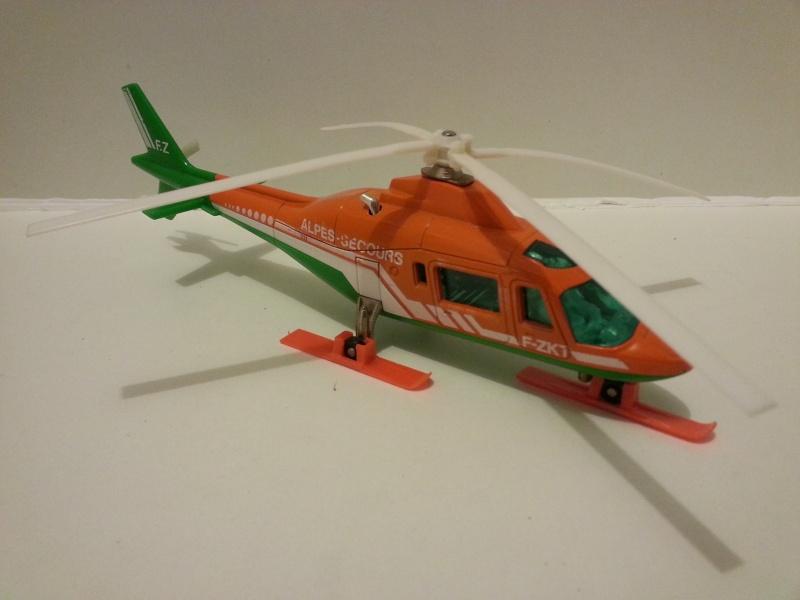 N°3043 Hélicoptère Agusta 109 20141031
