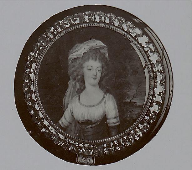 Marie Antoinette, miniatures attribuées à ou d'après François Dumont - Page 2 Marie-17