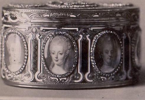 Portraits de Marie-Antoinette sur les boites et tabatières Proxy-14