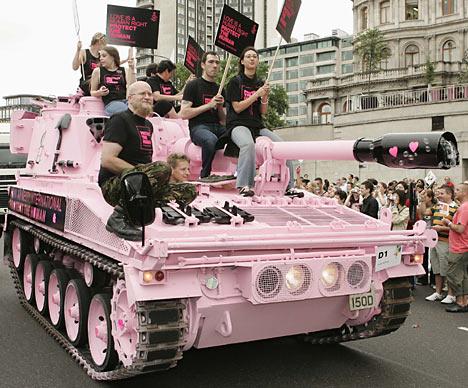 Strv 103C MBT 1/72 ( Trumpeter 07298 ) *** Terminé en pg 4 - Page 2 Gaytan10