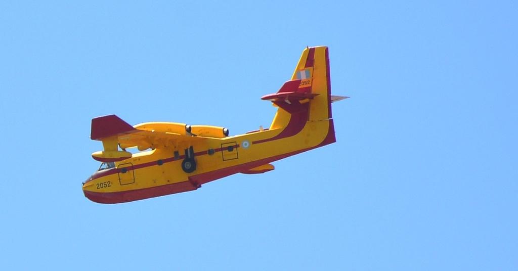 Grèce Canadair au dessus du Péloponnèse Canada13