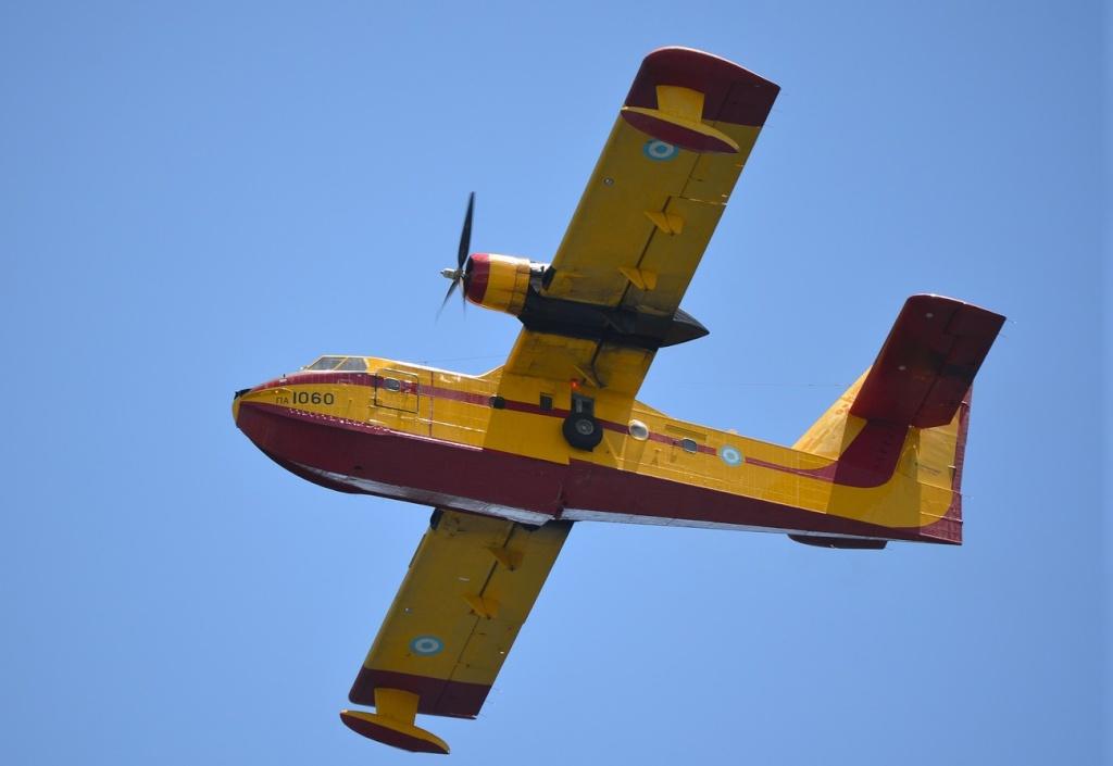 Grèce Canadair au dessus du Péloponnèse Cl_21510