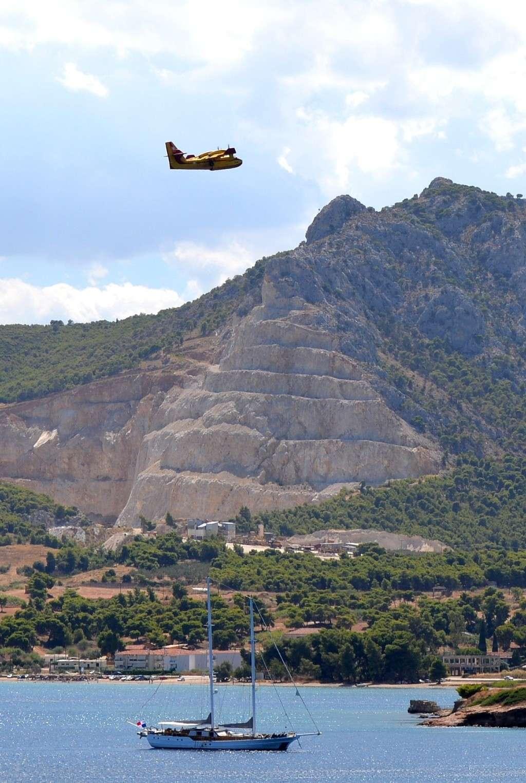 Grèce Canadair au dessus du Péloponnèse Vue_ba10