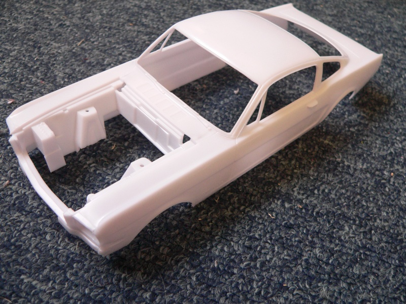 1965 Ford Mustang Fastback 2+2 von Revell in 1:24 P1110135