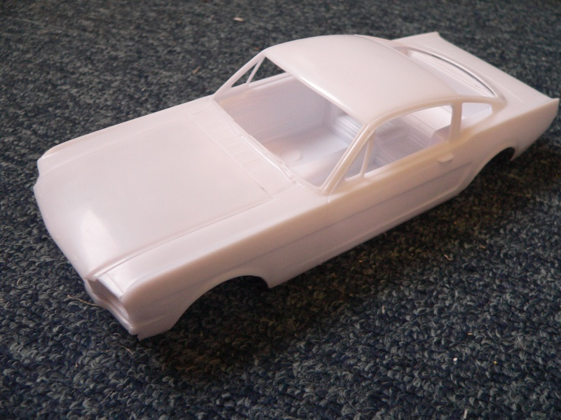 1965 Ford Mustang Fastback 2+2 von Revell in 1:24 P1110136