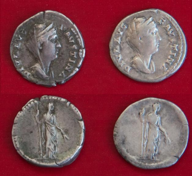 Diva Favstina/revers anépigraphe - même coins? Compar15