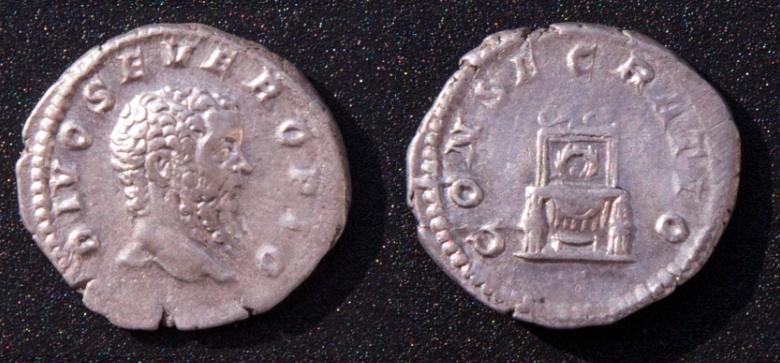 Les monnaies de Consécration de Barzus - Page 13 Divus_12