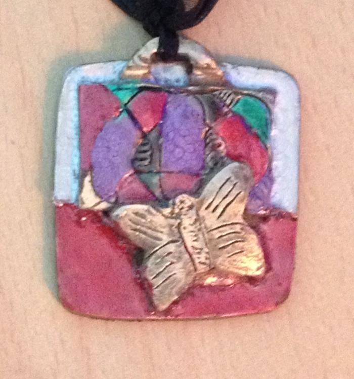 Mettre des couleurs sur un piece de bronze Papill10
