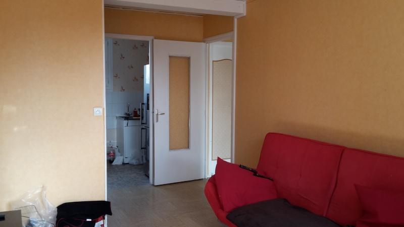 Premier appartement, du sol aux murs est les meubles. 20141012
