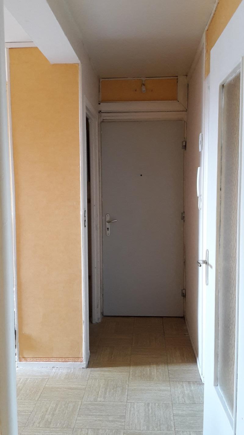 Premier appartement, du sol aux murs est les meubles. 20141016