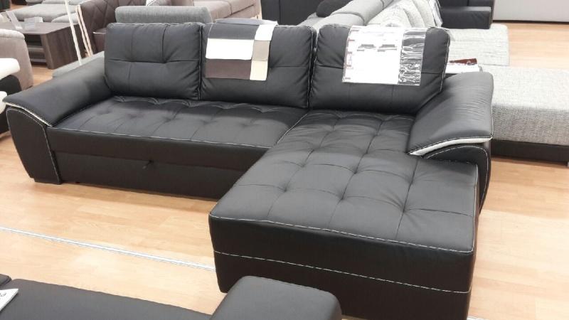Premier appartement, du sol aux murs est les meubles. 20141018