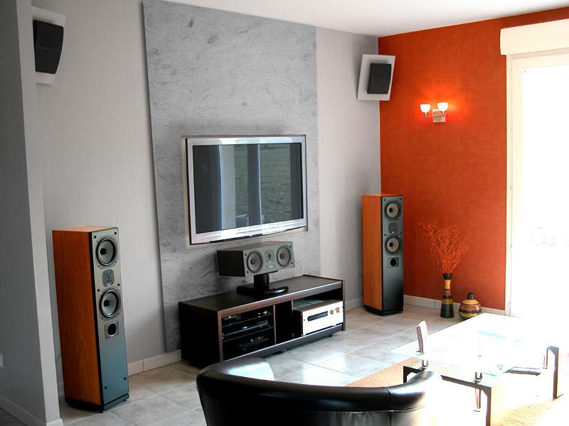 Premier appartement, du sol aux murs est les meubles. Mur_hc11