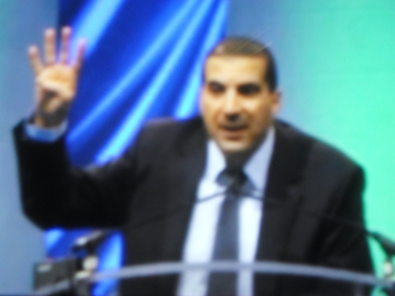 عمروخالد يرفع شعار رابعة من قبل ثورة 30 يونيو ومن قبل الإعتصام وفضه !!! Ouo_ai10
