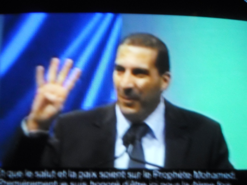 عمروخالد يرفع شعار رابعة من قبل ثورة 30 يونيو ومن قبل الإعتصام وفضه !!! Sam_0210