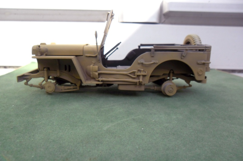 Jeep Willys Italeri 1/24 (ref: 6351) (débuts peintures) - Page 5 Sable010