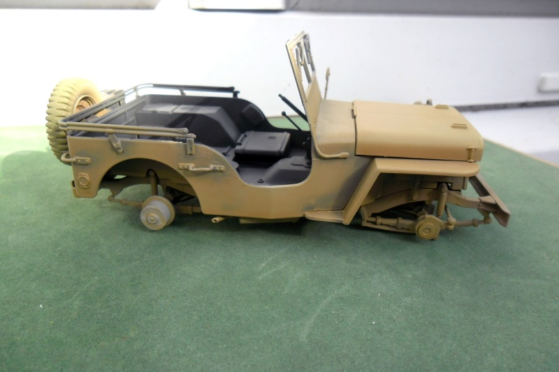 Jeep Willys Italeri 1/24 (ref: 6351) (débuts peintures) - Page 5 Sable013