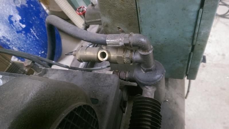 nouveaux venu; un compresseur creyssensac a restaurer...si il en vaut encore la peine! ^^ Imag0313