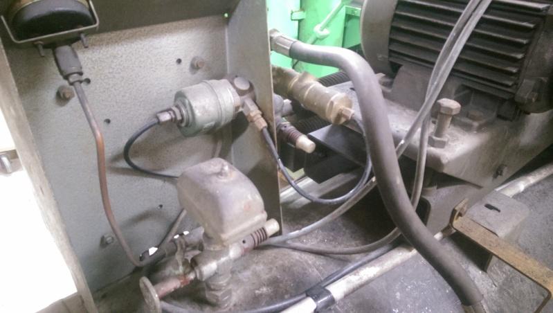 nouveaux venu; un compresseur creyssensac a restaurer...si il en vaut encore la peine! ^^ Imag0314