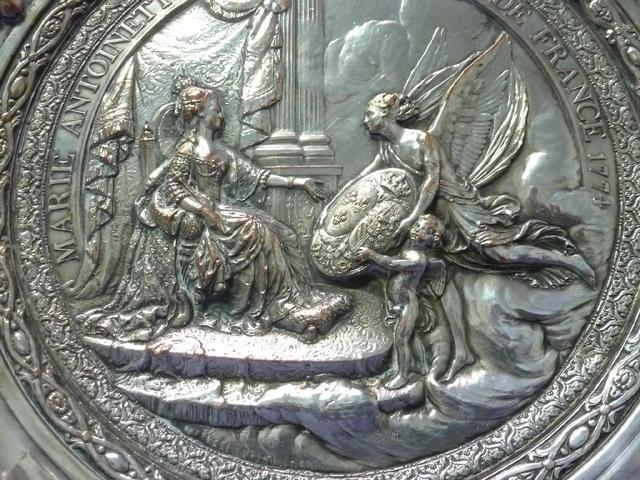 A vendre: Marie Antoinette sur métal 15b1b910