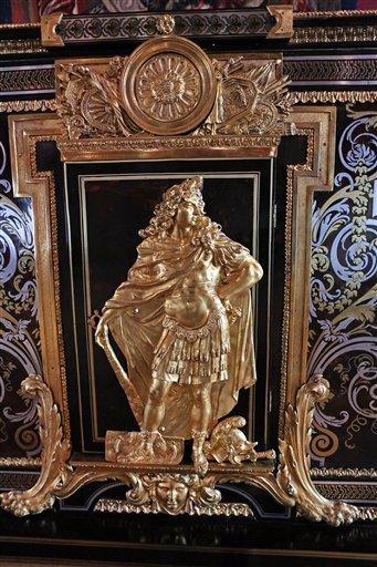 Louvre: réouverture de salles Louis XVI-Marie Antoinette - Page 2 267-es10