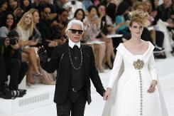 Haute Couture: Nouveau Versailles et Marie Antoinette dans l'espace 53bbe610