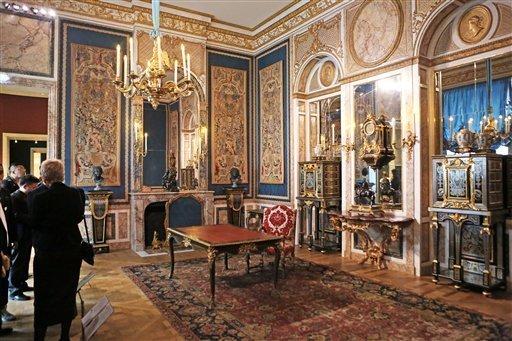 Louvre: réouverture de salles Louis XVI-Marie Antoinette - Page 2 58-1jz10