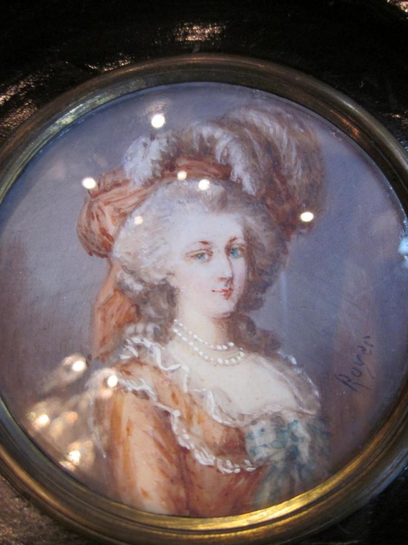 A vendre: miniatures de Marie Antoinette? 67887-11