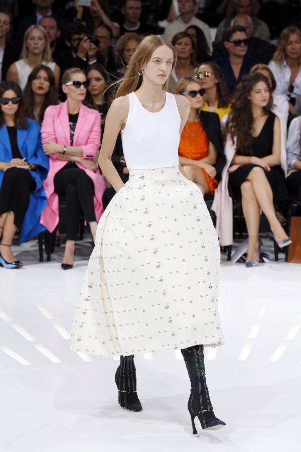 Fashion Week: Raf Simons entre robes à panier façon Marie Antoinette et futurisme 74655710