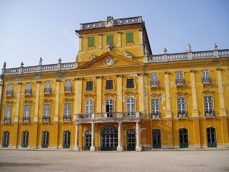 Le Palais Esterhazy à Fertőd, le Versailles hongrois 800px-10