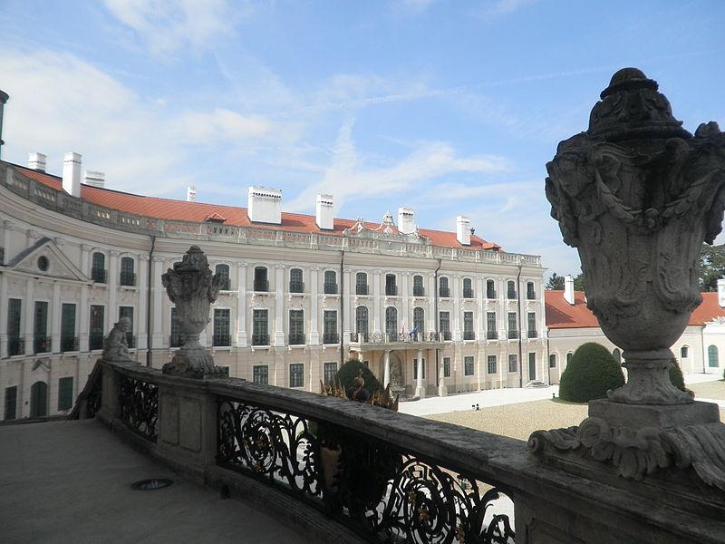 Le Palais Esterhazy à Fertőd, le Versailles hongrois 800px-11