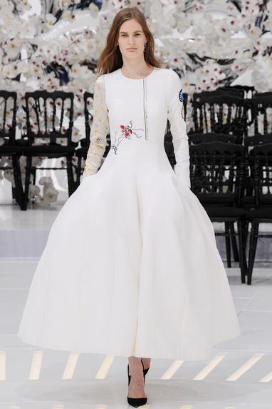 Haute Couture: Nouveau Versailles et Marie Antoinette dans l'espace An_all10