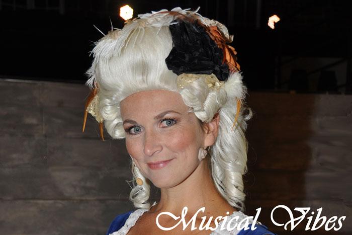 """Spectacle """"Marie Antoinette"""" au château de Mérode - Page 3 Ann10"""