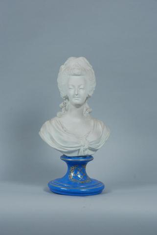 A vendre: bustes Marie Antoinette B1e72410