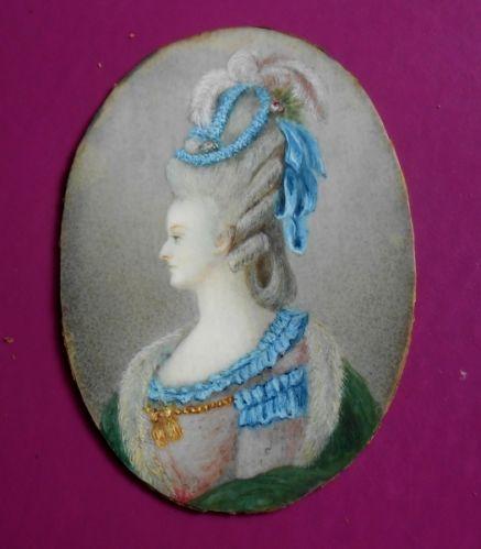 A vendre: miniatures de Marie Antoinette? Bleu10