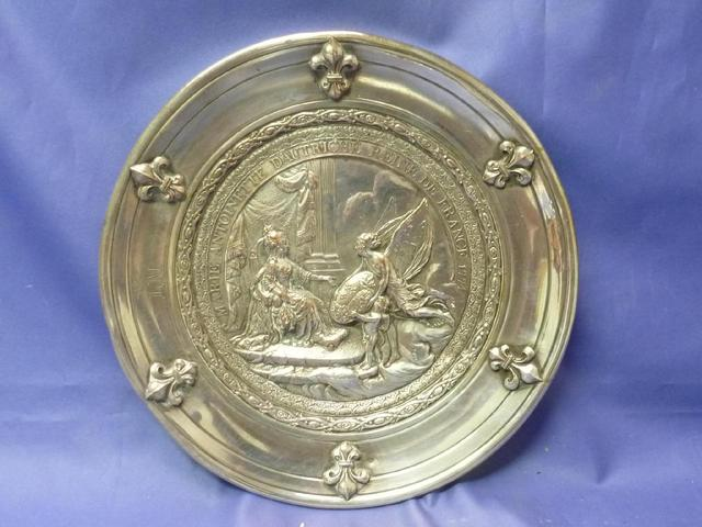 A vendre: Marie Antoinette sur métal C87b0f10