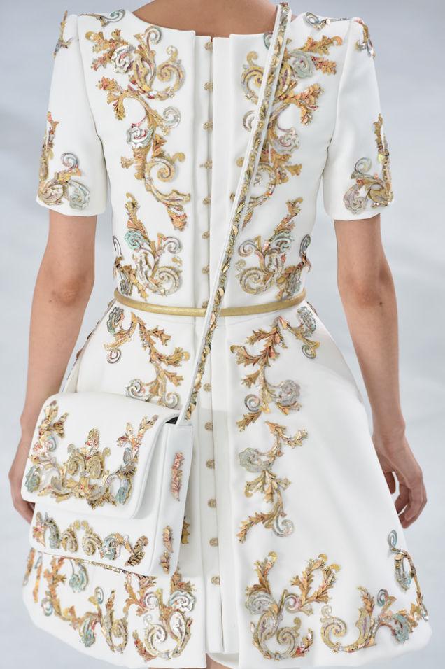 Haute Couture: Nouveau Versailles et Marie Antoinette dans l'espace Cgitvu10