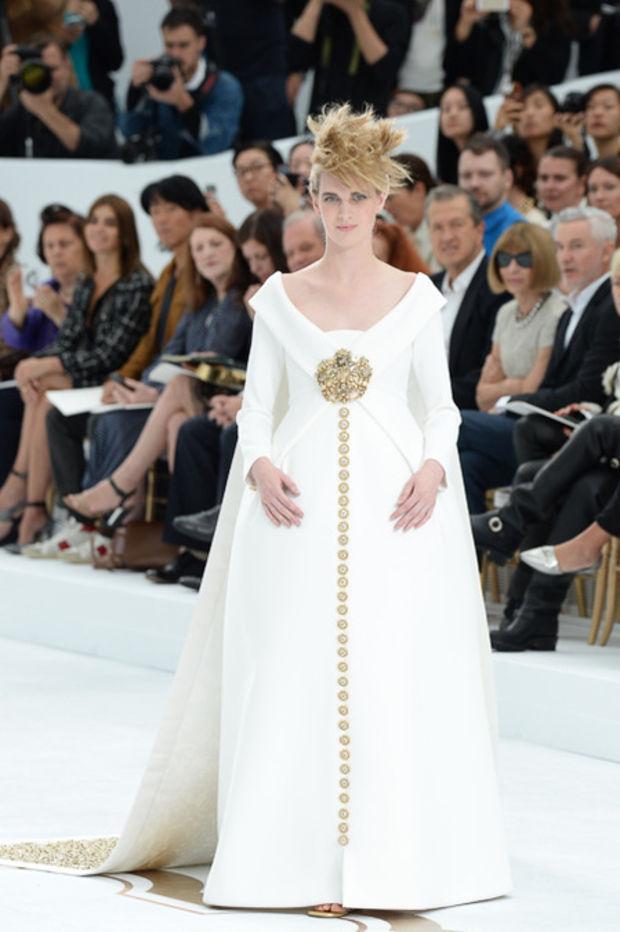 Haute Couture: Nouveau Versailles et Marie Antoinette dans l'espace Cha-0810
