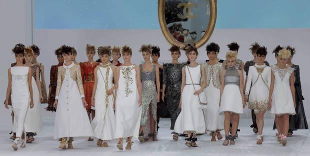 Haute Couture: Nouveau Versailles et Marie Antoinette dans l'espace Chanel11