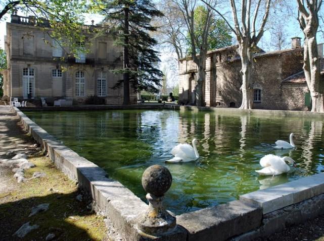 Le château de Sauvan, un petit Trianon de Haute-Provence Chatea16