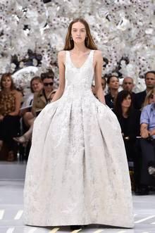 Haute Couture: Nouveau Versailles et Marie Antoinette dans l'espace Crop10