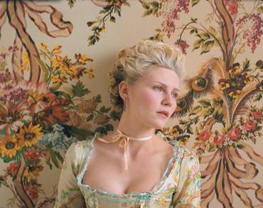 Marie Antoinette, by Sofia Coppola - Page 2 Dont-m10