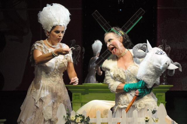 """""""Marie Antoinette - Let Them Eat Cake"""" de David Adjimi au Woolly Mammoth Theatre Dsc_3110"""