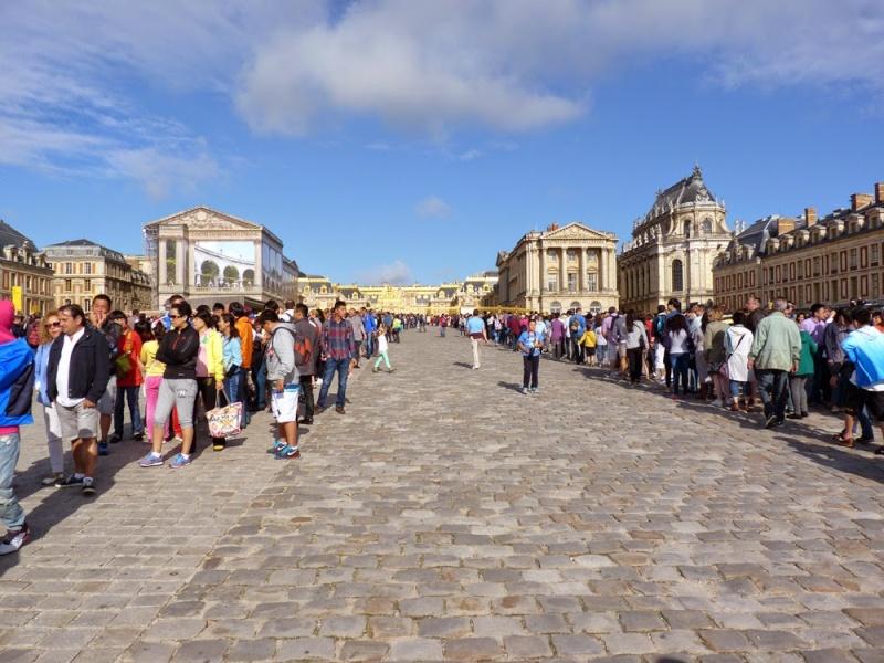 Trop d'affluence et de mauvaises conditions de visite à Versailles : des touristes se plaignent File310