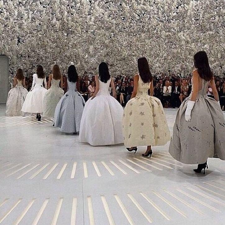 Haute Couture: Nouveau Versailles et Marie Antoinette dans l'espace Jordyl10