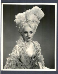 Marie-Antoinette à travers le cinéma - Page 2 Kgrhqf10