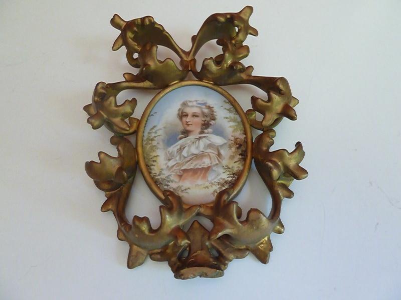 A vendre: miniatures de Marie Antoinette et de ses proches - Page 2 Kgrhqn10
