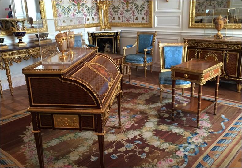 Louvre: réouverture de salles Louis XVI-Marie Antoinette - Page 2 Lxx410