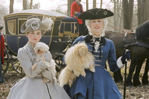 Marie Antoinette avec Kirsten Dunst (Sofia Coppola) Mv5bmt10