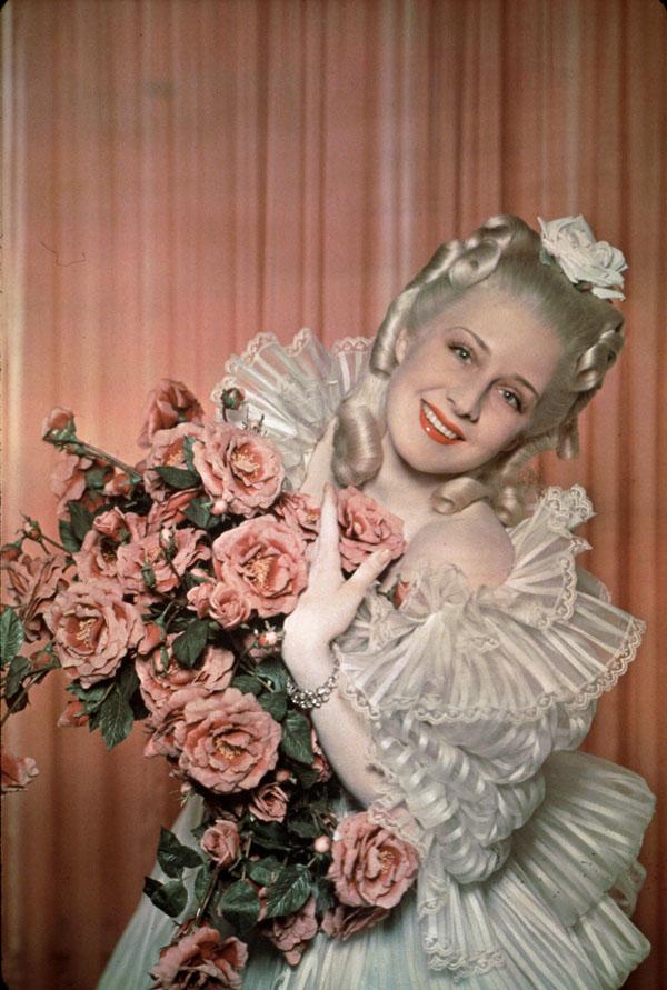 Marie-Antoinette à travers le cinéma - Page 3 Norma-10